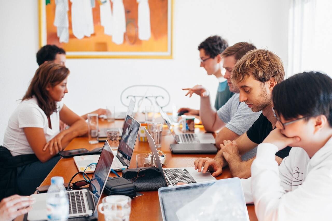 group of people using laptops 15609321